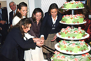 Prinsessen bezoeken 16 december 2005 tentoonstelling Bruiden van het Loo <br />