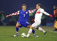 Fussball International, Nationalmannschaft   EURO 2012 Play Off, Qualifikation, Kroatien - Tuerkei       15.11.2011 Ivan Rakitic (li, Kroatien) gegen Serkan Balci (Tuerkei)