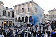 Udine, 16 Febbraio 2012.UEFA Europa League 2011/2012.  16^ di finale..Udinese vs PAOK Salonicco. Stadio Friuli..Nella Foto: i tifosi del PAOK in centro a Udine, piazza Liberta'..© foto di Simone Ferraro