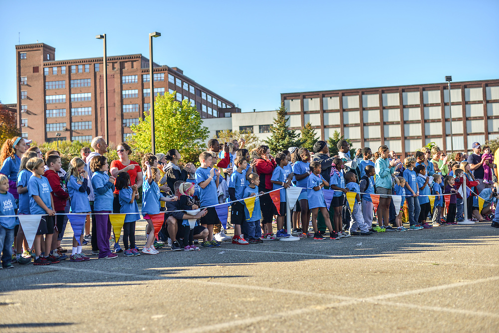 Crowd at the Kids Fun Run.