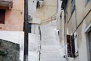 Griekenland, Nafplion, 5-7-2008Typisch Grieks plaatje. Witte trap en witte of lichtgekleurde huizen.Foto: Flip Franssen/Hollandse Hoogte