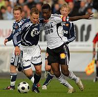 Fotball Tippeligaen 01.06.08 Rosenborg ( RBK ) - Viking, <br /> Nicolai Stockholm Viking og Alexander Tettey RBK,<br /> Foto: Carl-Erik Eriksson, Digitalsport