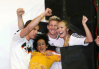 FUSSBALL     INTERNATIONAL     SAISON 2007/2008   DFB und Adidas praesentieren das neue EM Trikot zur Europameisterschaft 2008 am 14.11.2007 in Hannover Models und Lukas PODOLSKI (li) und Bastian SCHWEINSTEIGER (3. v.r.) posieren im neuen Trikot