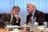 27 JAN 2003, BERLIN/GERMANY:<br /> Wolfgang Clement (L), SPD, Bundeswirtschaftsminister, und Frank-Walter Steinmeier (R), SPD, Chef des Bundeskanzleramtes, im Gespraech, vor einer Sitzung des SPD Praesidiums, Willy-Brandt-Haus<br /> IMAGE: 20030127-01-004<br /> KEYWORDS: Präsidium