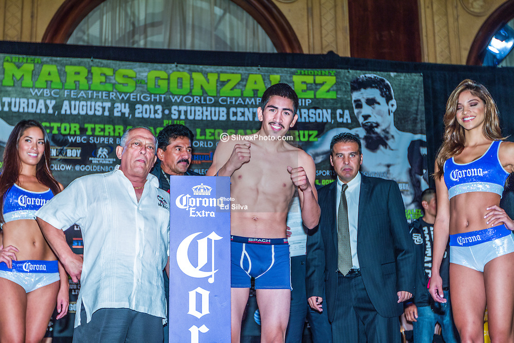 LOS ANGELES, California/USA (Friday, Aug 23 2013) - Unbeaten former bantamweight beltholder Leo Santa Cruz (24-0-1, 14 KOs), weighed in at 121.3 pounds during the weigh in at the Millennium Biltmore Hotel on August 23, 2013 in Los Angeles, California. PHOTO © Eduardo E. Silva/SILVEXPHOTO.COM.