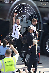 15.07.2014, Flughafen Tegel, Berlin, GER, FIFA WM, Empfang der Weltmeister in Deutschland, Finale, im Bild Andre Schuerrle (GER) winkt den Besuchern zu. // SPO during Celebration of Team Germany for Champion of the FIFA Worldcup Brazil 2014 at the Flughafen Tegel in Berlin, Germany on 2014/07/15. EXPA Pictures © 2014, PhotoCredit: EXPA/ Eibner-Pressefoto/ Hundt<br /> <br /> *****ATTENTION - OUT of GER*****