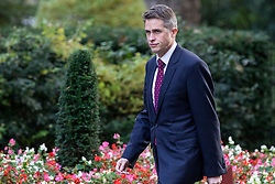 © Licensed to London News Pictures. 16/10/2018. London, UK. Defence Secretary Gavin Williamson arrives on Downing Street for the Cabinet meeting. Prime Minister Theresa May faces a possible rebellion from members of the Cabinet over her plans for Brexit. Photo credit: Rob Pinney/LNP