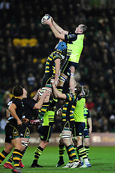 Devin Toner of Leinster Rugby wins the ball at a lineout - Mandatory byline: Patrick Khachfe/JMP - 07966 386802 - 09/12/2016 - RUGBY UNION - Franklin's Gardens - Northampton, England - Northampton Saints v Leinster Rugby - European Rugby Champions Cup.- Mandatory byline: Patrick Khachfe/JMP - 07966 386802 - 09/12/2016 - RUGBY UNION - Franklin's Gardens - Northampton, England - Northampton Saints v Leinster Rugby - European Rugby Champions Cup.