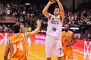 DESCRIZIONE : Treviso Lega due 2015-16  Universo Treviso De Longhi - Aurora Basket Jesi<br /> GIOCATORE : agustin fabi<br /> CATEGORIA : Tiro<br /> SQUADRA : Universo Treviso De Longhi - Aurora Basket Jesi<br /> EVENTO : Campionato Lega A 2015-2016 <br /> GARA : Universo Treviso De Longhi - Aurora Basket Jesi<br /> DATA : 31/10/2015<br /> SPORT : Pallacanestro <br /> AUTORE : Agenzia Ciamillo-Castoria/M.Gregolin<br /> Galleria : Lega Basket A 2015-2016  <br /> Fotonotizia :  Treviso Lega due 2015-16  Universo Treviso De Longhi - Aurora Basket Jesi