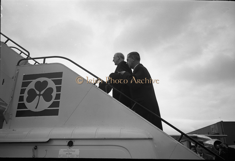 President Eamon De Valera and Irish Cadets leave for President Kennedy's funeral in Washington. Picture shows President De Valera boarding the plane which will fly to Washington.  <br /> 24.11.1963