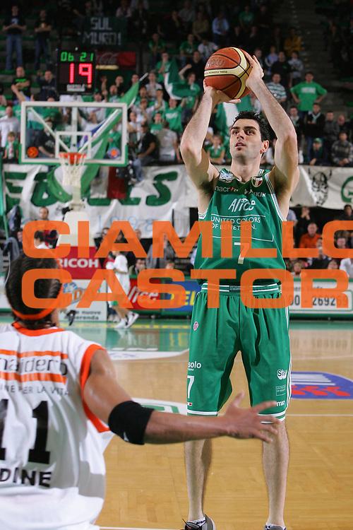 DESCRIZIONE : Treviso Lega A1 2006-07 Benetton Treviso Snaidero Udine <br /> GIOCATORE : Soragna <br /> SQUADRA : Benetton Treviso <br /> EVENTO : Campionato Lega A1 2006-2007 <br /> GARA : Benetton Treviso Snaidero Udine <br /> DATA : 19/11/2006 <br /> CATEGORIA : Tiro <br /> SPORT : Pallacanestro <br /> AUTORE : Agenzia Ciamillo-Castoria/S.Silvestri