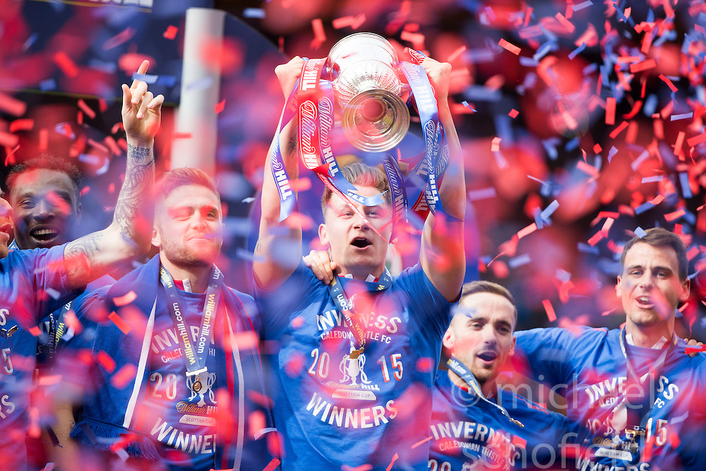 Inverness Caledonian Thistle lifts the cup. Falkirk 1 v 2 Inverness CT, Scottish Cup final at Hampden.