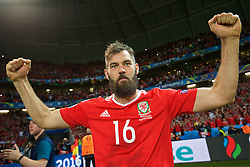 LILLE, FRANCE - Friday, July 1, 2016: Wales' Joe Ledley celebrates a 3-1 victory over Belgium and reaching the Semi-Final during the UEFA Euro 2016 Championship Quarter-Final match at the Stade Pierre Mauroy. (Pic by David Rawcliffe/Propaganda)