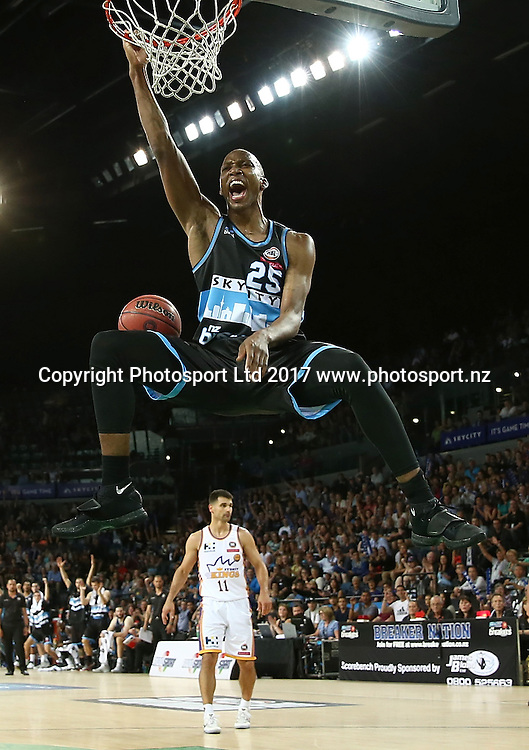 Breakers` Akil Mitchell scores in an ANBL Basketball Match, New Zealand Breakers v Sydney Kings, Vector Arena, Auckland, New Zealand, Friday, January 13, 2017. Copyright photo: David Rowland / www.photosport.nz