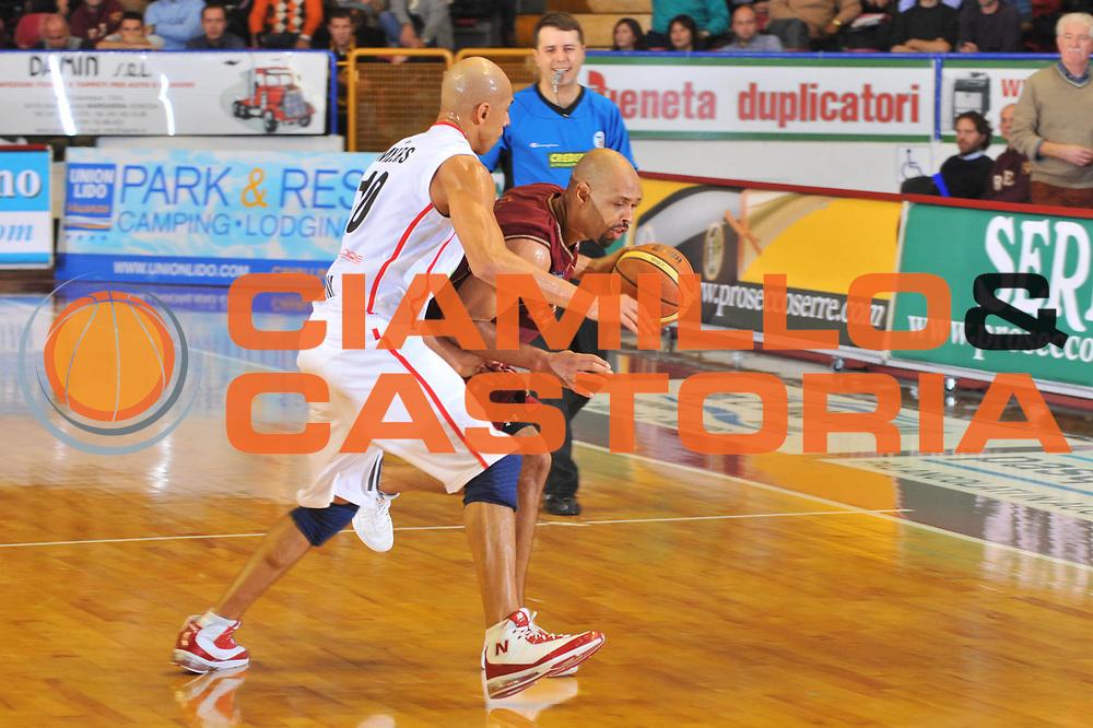 DESCRIZIONE : Venezia Lega A2 2009-10 Umana Reyer Venezia Riviera Solare Rimini<br /> GIOCATORE : Kiwane Garris<br /> SQUADRA : Umana Reyer Venezia <br /> EVENTO : Campionato Lega A2 2009-2010<br /> GARA : Umana Reyer Venezia Riviera Solare Rimini<br /> DATA : 09/12/2009<br /> CATEGORIA : Palleggio<br /> SPORT : Pallacanestro <br /> AUTORE : Agenzia Ciamillo-Castoria/M.Gregolin<br /> Galleria : Lega Basket A2 2009-2010 <br /> Fotonotizia : Venezia Campionato Italiano Lega A2 2009-2010 Umana Reyer Venezia Riviera Solare Rimini<br /> Predefinita :