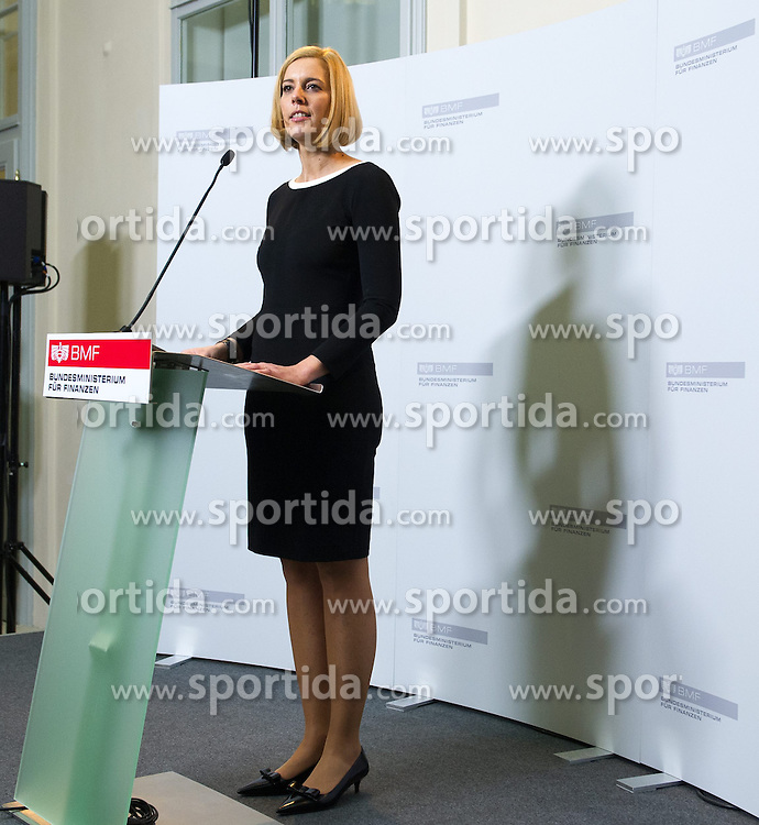16.12.2013, Finanzministerium, Wien, AUT, Bundesregierung, Amtsuebergabe der neuen Bundesregierung im Finanzministerium, im Bild Saatssekretaerin fuer Finanzen Sonja Stessl (SPOe) // State Secretary for Finances Sonja Stessl (SPOe) during hand-over of finance ministry, Finance Ministry, Vienna, Austria on 2013/12/16, EXPA Pictures © 2013, PhotoCredit: EXPA/ Michael Gruber