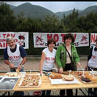 Passeggiata a bassa velocità dei comitati  No TAV Valle Susa di Chiusa di San Michele, Sant'ambrogio e Vaie..L'iniziativa nasce per raccogliere fondi per il presidio di Venaus...3 ottobre 2009..