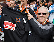 Sean Dillon's training top - Dundee United v Hearts, Clydesdale Bank Scottish Premier League at Tannadice Park..© David Young Photo.5 Foundry Place.Monifieth.Angus.DD5 4BB.Tel: 07765252616.email: davidyoungphoto@gmail.com.http://www.davidyoungphoto.co.uk