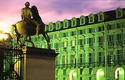 Palazzo della Regione e la statua dei Dioscuri