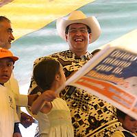 Coatepec Harinas, Mex.- Ruben Mendoza Ayala, candidato del PAN a la gubernatura del estado de Mexico durante sus actividades de campana politica en los municipios de Almoloya de Alquisiras, Texcaltitlan y Coatepec de Harinas. Agencia MVT / Mario Vazquez de la Torre.   (DIGITAL)<br /><br />NO ARCHIVAR - NO ARCHIVE