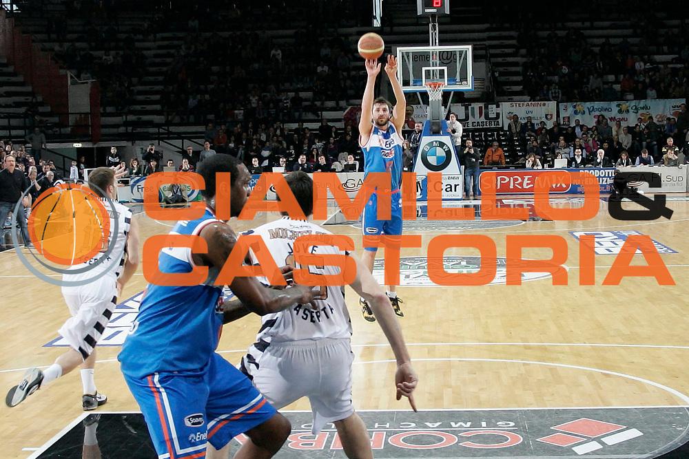 DESCRIZIONE : Caserta Lega A 2012-13 Juve Caserta Enel Brindisi<br /> GIOCATORE : Klaudio Ndoja<br /> CATEGORIA : tiro three points shot<br /> SQUADRA : Enel Brindisi<br /> EVENTO : Campionato Lega A 2012-2013 <br /> GARA : Juve Caserta Enel Brindisi<br /> DATA : 07/04/2013<br /> SPORT : Pallacanestro <br /> AUTORE : Agenzia Ciamillo-Castoria/A. De Lise<br /> Galleria : Lega Basket A 2012-2013  <br /> Fotonotizia : Caserta Lega A 2012-13 Juve Caserta Enel Brindisi