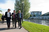 03 SEP 2010, BERLIN/GERMANY:<br /> Birgit Marschall (L), Redakteurin Rheinische Post, Thomas de Maiziere (M), CDU, Bundesinnenminister, und Dr. Gregor Mayntz (R), Redakteur Rheinische Post, Intervirew waehrend einem Spaziergang von der Bundespressekonferenz zum Bundesinnenministerium, im Hintergrund: das Bundeskanzleramt<br /> IMAGE: 20100903-01-028<br /> KEYWORDS: Thomas de Maizière