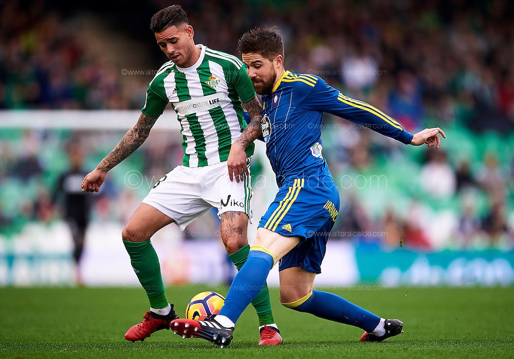 SEVILLE, SPAIN - DECEMBER 04:  Arnaldo Antonio Sanabria of Real Betis Balompie (L) competes for the ball with Andreu Fontas of RC Celta de Vigo (R) during La Liga match between Real Betis Balompie an RC Celta de Vigo at Benito Villamarin Stadium on December 4, 2016 in Seville, Spain.  (Photo by Aitor Alcalde Colomer/Getty Images)