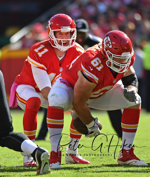 KANSAS CITY, MO - OCTOBER 23:  Center Mitch Morse #61 of the Kansas City Chiefs snaps the ball to quarterback Alex Smith #11 against the New Orleans Saints during the second half on October 23, 2016 at Arrowhead Stadium in Kansas City, Missouri.  (Photo by Peter G. Aiken/Getty Images) *** Local Caption *** Mitch Morse;Alex Smith