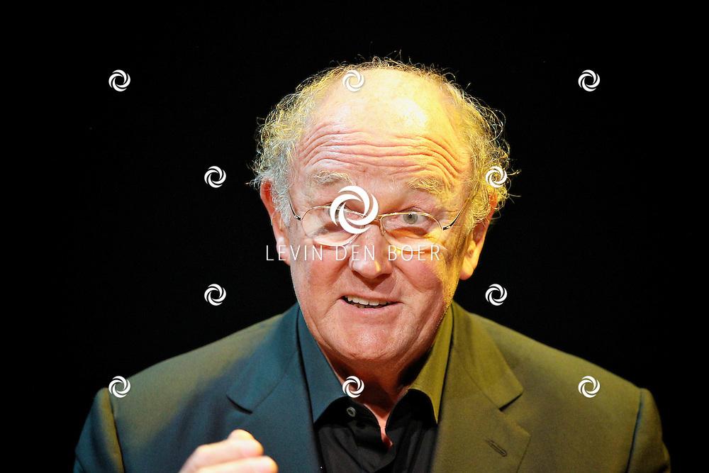 AMSTERDAM - In het DeLaMar Theater gaf Joop van den Ende Theaterproducties een kleine sneakpeak naar de nieuwe Nederlandse Musical, Hij Gelooft In Mij.  Met op de foto Joop van den Ende. FOTO LEVIN DEN BOER - PERSFOTO.NU