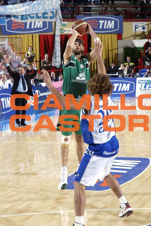 DESCRIZIONE : FORLI FINAL 8 COPPA ITALIA LEGA A1 2005 <br /> GIOCATORE : GALANDA <br /> SQUADRA : MONTEPASCHI SIENA <br /> EVENTO : FINAL 8 COPPA ITALIA LEGA A1 2005<br /> GARA : MONTEPASCHI SIENA-VERTICAL VISION CANTU <br /> DATA : 17/02/2005 <br /> CATEGORIA : Tiro<br /> SPORT : Pallacanestro <br /> AUTORE : AGENZIA CIAMILLO &amp; CASTORIA/E.Pozzo