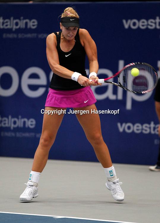 Generali Ladies Linz  2011,WTA Tour, Damen.Hallen Tennis Turnier in Linz, Oesterreich,.Sabine Lisicki (GER),Aktion,Einzelbild,Ganzkoerper,.Hochformat,