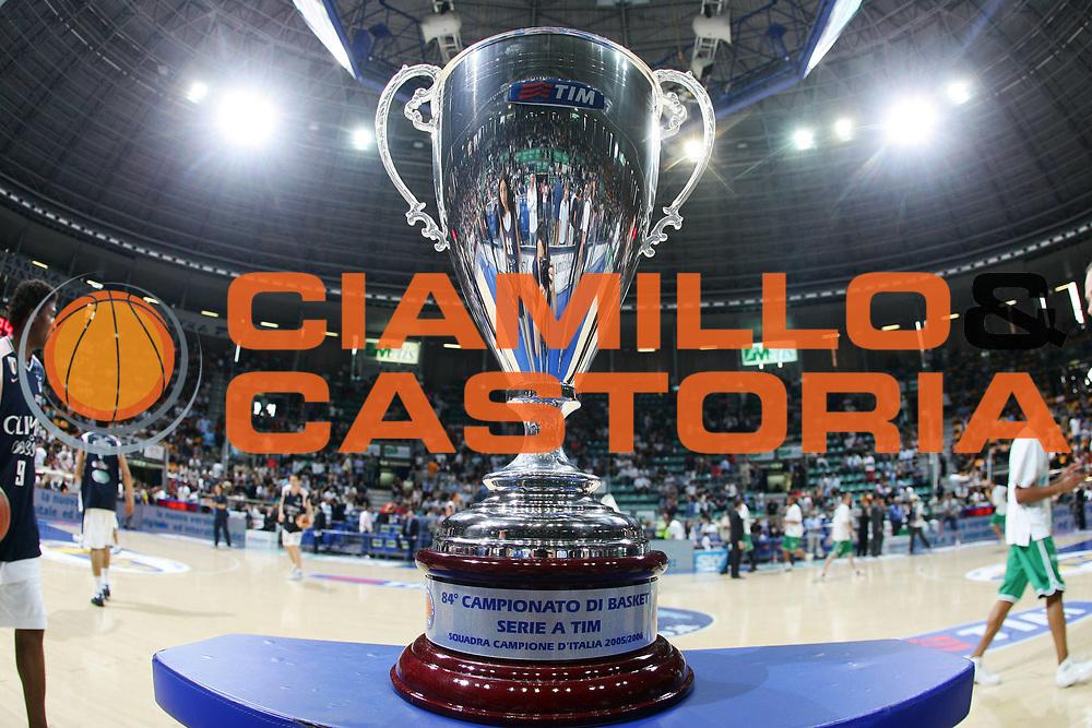 DESCRIZIONE : Bologna Lega A1 2005-06 Play Off Finale Gara 1 Climamio Fortitudo Bologna Benetton Treviso <br /> GIOCATORE : Coppa Tim Cup <br /> SQUADRA : Climamio Fortitudo Bologna <br /> EVENTO : Campionato Lega A1 2005-2006 Play Off Finale Gara 1 <br /> GARA : Climamio Fortitudo Bologna Benetton Treviso <br /> DATA : 14/06/2006 <br /> CATEGORIA : <br /> SPORT : Pallacanestro <br /> AUTORE : Agenzia Ciamillo-Castoria/S.Silvestri