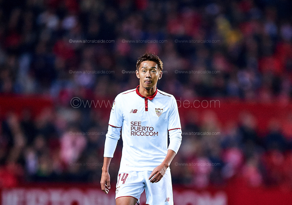 SEVILLE, SPAIN - NOVEMBER 26:  Hiroshi Kiyotake of Sevilla FC looks on during the La Liga match between Sevilla FC and Valencia CF at Estadio Ramon Sanchez Pizjuan on November 26, 2016 in Seville, Spain.  (Photo by Aitor Alcalde Colomer/Getty Images)