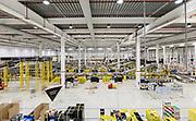 Piacenza, Castel San Giovanni, Amazon logistic center,  <br /> Inbound: area dove sono ricevuti i prodotti, per essere registrati e quindi posizionati all'interno del magazzino. Fase di ricezione dei prodotti che entrano nel centro di distribuzione