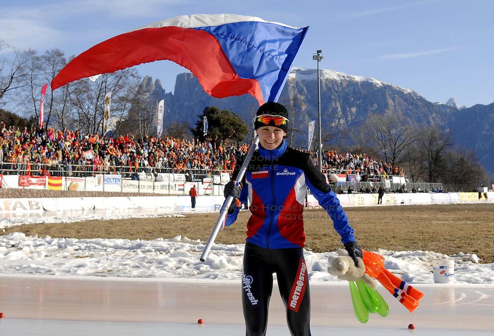 14-01-2007 SCHAATSEN: EUROPESE KAMPIOENSCHAPPEN: COLLALBO ITALIE<br /> Europees kampioene Martina Sablikova CZE<br /> &copy;2007-WWW.FOTOHOOGENDOORN.NL
