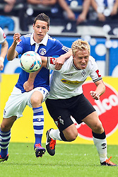 28.08.2011, Arena auf Schalke, Gelsenkirchen, GER, 1.FBL, Schalke 04 vs Borussia Mönchengladbach, im Bild.Julian Draxler (Schalke #31) gegen Mike Hanke (Mönchengladbach #19)..// during the 1.FBL, Schalke 04 vs Borussia Mönchengladbach on 2011/08/28, Arena auf Schalke, Gelsenkirchen, Germany. EXPA Pictures © 2011, PhotoCredit: EXPA/ nph/  Mueller *** Local Caption ***       ****** out of GER / CRO  / BEL ******