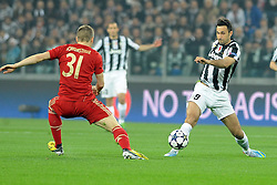 10.04.2013, Juventus Stadium, Turin, ITA, UEFA Champions League, Juventus Turin vs FC Bayern Muenchen, Viertelfinale, Rueckspiel, im Bild l-r: Bastian SCHWEINSTEIGER (FC Bayern Muenchen), Mirko VUCINIC (Juventus Turin) // during the UEFA Champions League best of eight 2nd leg match between Juventus FC and FC Bayern Munich at the Juventus Stadium, Torino, Italy on 2013/04/10. EXPA Pictures © 2013, PhotoCredit: EXPA/ Eibner/ Global..***** ATTENTION - AUSTRIA ONLY *****