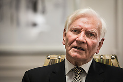 © Licensed to London News Pictures. 15/11/2016. London, UK. Former Conservative MP Harvey Proctor delivers a statement to the media after a meeting with Metropolitan Police Chief Sir Bernard Hogan-Howe about the handling of Operation Midland. Proctor was falsely accused of historic sex abuse as part of the investigation. Photo credit: Rob Pinney/LNP