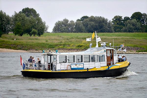 Nederland, Slijk-Ewijk, Beuningen en Nijmegen, 8-6-2014Serie beelden mbt recreatie langs de rivier en de waterkant.Het fietspontje.Foto: Flip Franssen/Hollandse Hoogte