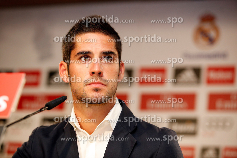 03.07.2013, Estadio Santiago Bernabeu, Madrid, ESP, Primera Division, FC Barcelona, Praesentation Isco, im Bild Francisco Roman Alarcon &quot;Isco&quot; // during the official presentation as new player during official presentation of Spanish Primera Division club Real Madrid new player Isco at the Estadio Santiago Bernabeu, Madrid, Spain on 2013/07/03. EXPA Pictures &copy; 2013, PhotoCredit: EXPA/ Alterphotos/ Ricky Blanco<br /> <br /> ***** ATTENTION - OUT OF ESP and SUI *****