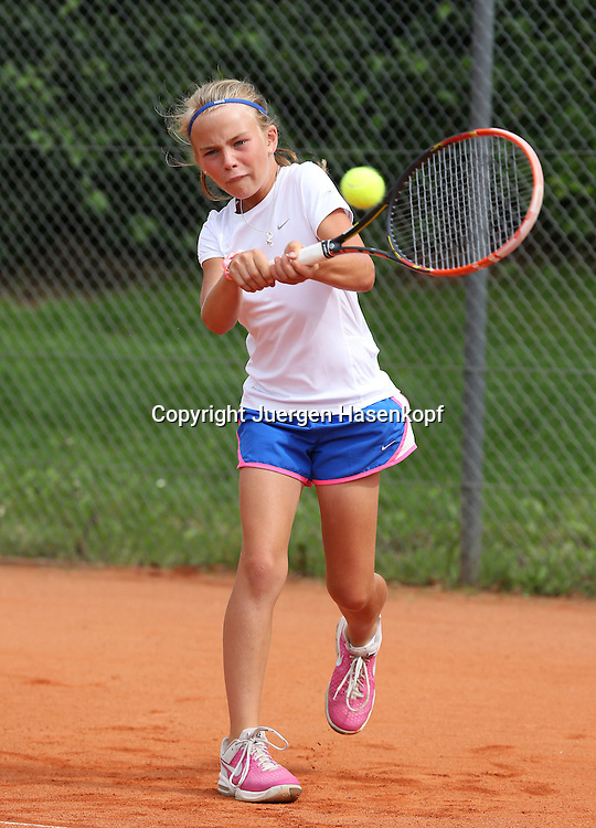 Audi GW:plus Zentrum Muenchen Junior Open 2014, Tennis Europe Junior Tour,Sandplatz, Junioren Turnier, GS14,Luca Victoria Vocke (GER),<br /> Aktion,Einzelbild,Ganzkoerper,Hochformat,