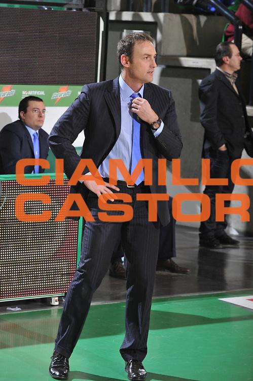 DESCRIZIONE : Treviso Lega A 2010-11 Benetton Treviso Enel Brindisi<br /> GIOCATORE : Luca Bechi Coach<br /> SQUADRA : Enel Brindisi<br /> EVENTO : Campionato Lega A 2010-2011 <br /> GARA : Benetton Treviso Enel Brindisi<br /> DATA : 06/01/2011<br /> CATEGORIA : Delusione<br /> SPORT : Pallacanestro <br /> AUTORE : Agenzia Ciamillo-Castoria/M.Gregolin<br /> Galleria : Lega Basket A 2010-2011 <br /> Fotonotizia : Treviso Lega A 2010-11 Benetton Treviso Enel Brindisi<br /> Predefinita :