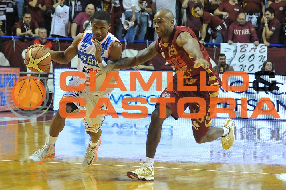 DESCRIZIONE : Venezia Lega A 2012-13 Umana Venezia Enel Brindisi<br /> GIOCATORE : jonathan gibson<br /> CATEGORIA : palleggio<br /> SQUADRA : Umana Venezia Enel Brindisi<br /> EVENTO : Campionato Lega A 2012-2013 <br /> GARA : Umana Venezia Enel Brindisi<br /> DATA : 24/02/2013<br /> SPORT : Pallacanestro <br /> AUTORE : Agenzia Ciamillo-Castoria/M.Gregolin<br /> Galleria : Lega Basket A 2012-2013  <br /> Fotonotizia : Venezia Lega A 2012-13 Umana Venezia Enel Brindisi<br /> Predefinita :