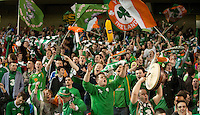Fussball International, Nationalmannschaft   EURO 2012 Play Off, Qualifikation, Irland - Estland 15.11.2011 Irische Fans feiern die Qualifikation fuer die EM 2012 in Polen und der Ukraine