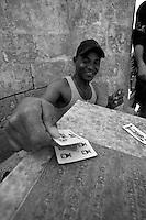 Il campo profughi allestito nel paese di Manduria in provincia di Taranto. In queste foto gli immigrati tunisini e libici stanno protestando per la mancanza di assistenza, rifiutando il cibo e dormendo fuori dal campo. Col trascorrere dei giorni incominciano a scarseggiare soprattutto le risorse igienico-sanitarie.