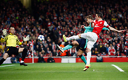 16.02.2011, Emirates Stadium, London, ENG, UEFA CL, FC Arsenal vs FC Barcelona, im Bild Arsenal's Robin van Persie beats Barcelona's Gerard Pique and shoots in goal denied by Barcelona's Victor Valdes (2? vice-captain)   in Arsenal vs Barcelona for the UCL  ,Round of last 16, at the Emirates Stadium in London on 16/02/2011, EXPA Pictures © 2011, PhotoCredit: EXPA/ IPS/ Kieran Galvin +++++ ATTENTION - OUT OF ENGLAND/GBR and France/ FRA +++++