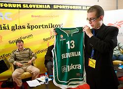 """Matevz Brec na okrogli mizi na temo """"Slovenska kosarka - le kos do svetovnega vrha?"""" v organizaciji SportForum Slovenija, 19. oktober 2009, Austria Trend Hotel, Ljubljana, Slovenija. (Photo by Vid Ponikvar / Sportida)"""