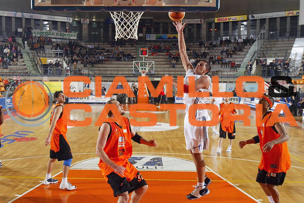 DESCRIZIONE : Udine Uleb Cup 2006-07 Snaidero Udine Anwil Wloklawek <br /> GIOCATORE : Hajric <br /> SQUADRA : Anwil Wloklawek <br /> EVENTO : Uleb 2006-2007 <br /> GARA : Snaidero Udine Anwil Wloklawek <br /> DATA : 14/11/2006 <br /> CATEGORIA : Tiro <br /> SPORT : Pallacanestro <br /> AUTORE : Agenzia Ciamillo-Castoria/S.Silvestri