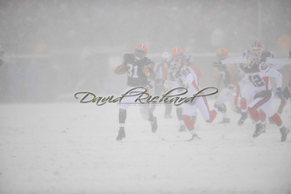 Cleveland running back Jamal Lewis, #31. rushes for a first down against Buffalo. Lewis rushed for 163 yards in the game..The Cleveland Browns defeated the visiting Buffalo Bills 8-0 in an NFL game played in near blizzard conditions with heavy snow showers and high winds December 16, 2007 at Cleveland Browns Stadium.