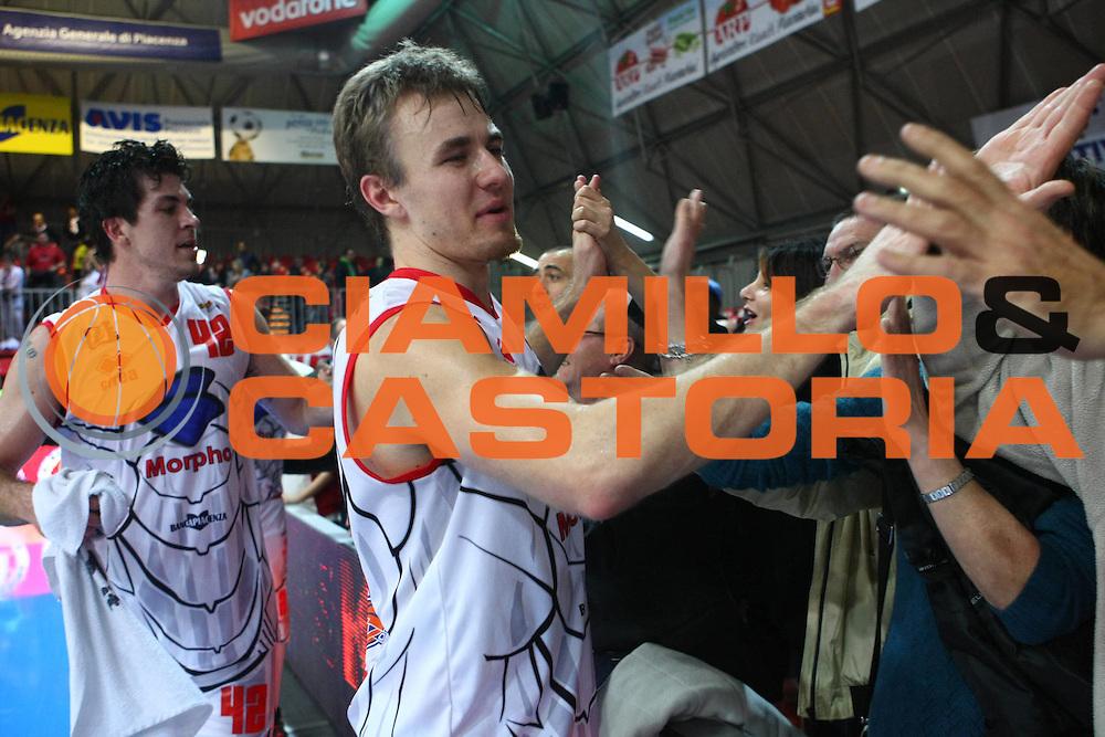 DESCRIZIONE : Piacenza Lega Basket A2 2011-12   Morpho Basket Piacenza Marcopoloshop.it Forli GIOCATORE : Alan Voskuil SQUADRA : Morpho Basket Piacenza DATA : 2011-11-12CATEGORIA : SPORT : Pallacanestro AUTORE : AGENZIA CIAMILLO & CASTORIA/G.Ciamillo